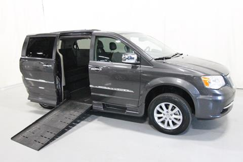 2015 Chrysler Town and Country for sale in Savage, MN