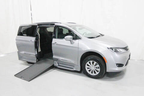 2017 Chrysler Pacifica for sale in Savage, MN