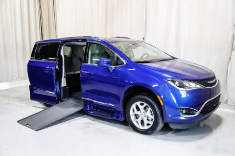 2019 Chrysler Pacifica for sale at Rollx Vans in Savage MN