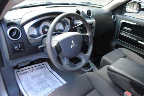 2006 Mitsubishi Raider