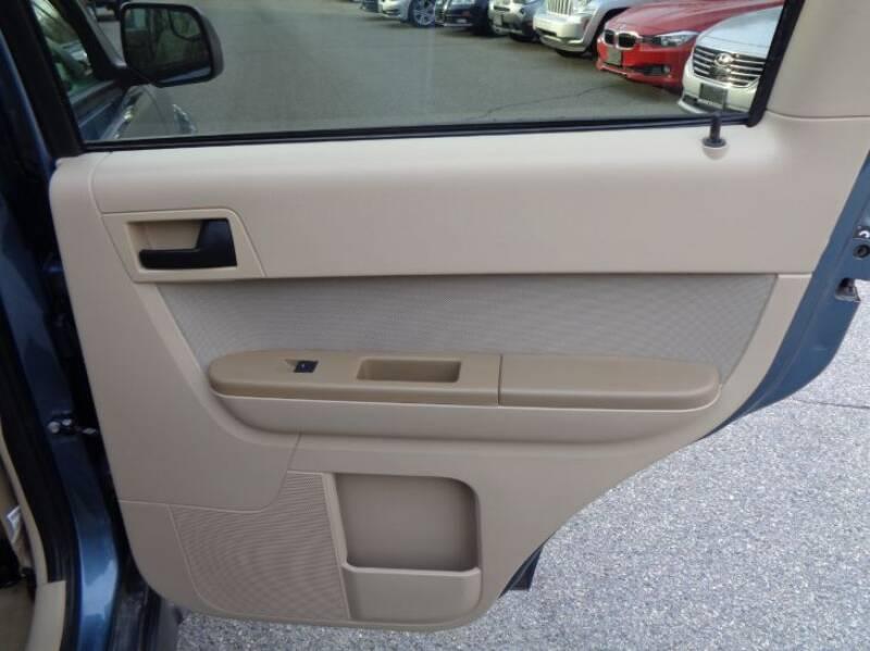 2011 Ford Escape XLT (image 11)
