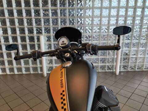 2017 Moto Guzzi V9 Roamer