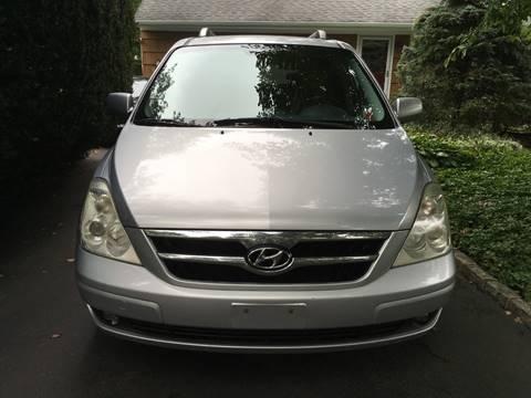 2007 Hyundai Entourage for sale in Melville, NY