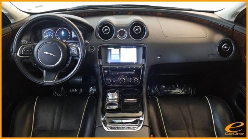 2016 Jaguar XJ R-Sport (image 20)