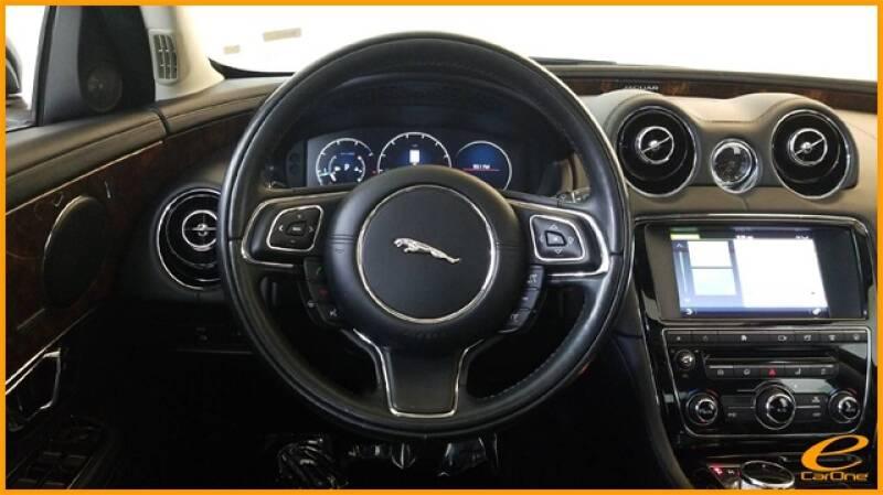 2016 Jaguar XJ R-Sport (image 39)
