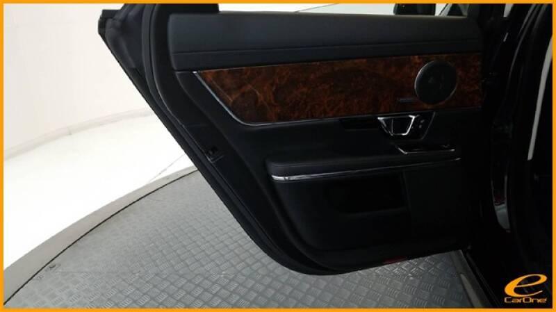 2016 Jaguar XJ R-Sport (image 33)