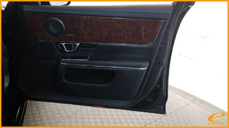 2016 Jaguar XJ R-Sport (image 24)