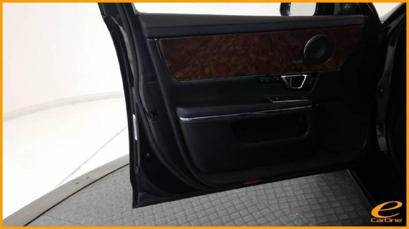 2016 Jaguar XJ R-Sport (image 36)