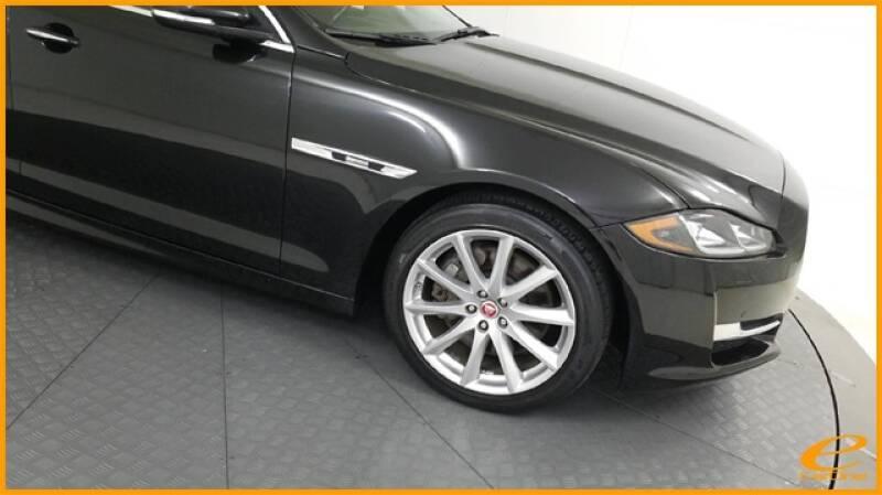 2016 Jaguar XJ R-Sport (image 7)