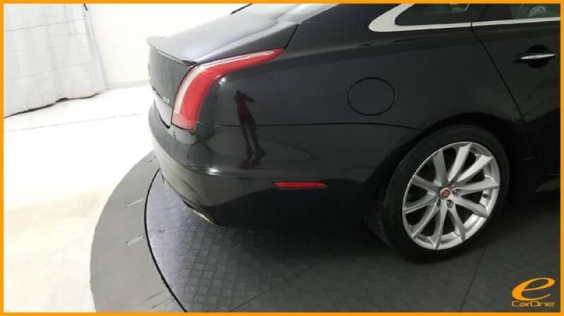 2016 Jaguar XJ R-Sport (image 12)