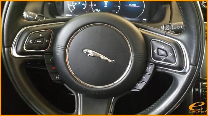 2016 Jaguar XJ R-Sport (image 40)