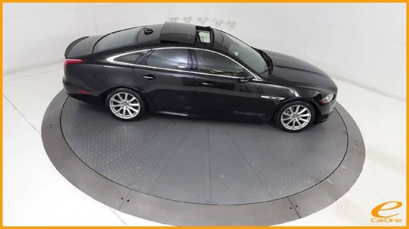 2016 Jaguar XJ R-Sport (image 78)