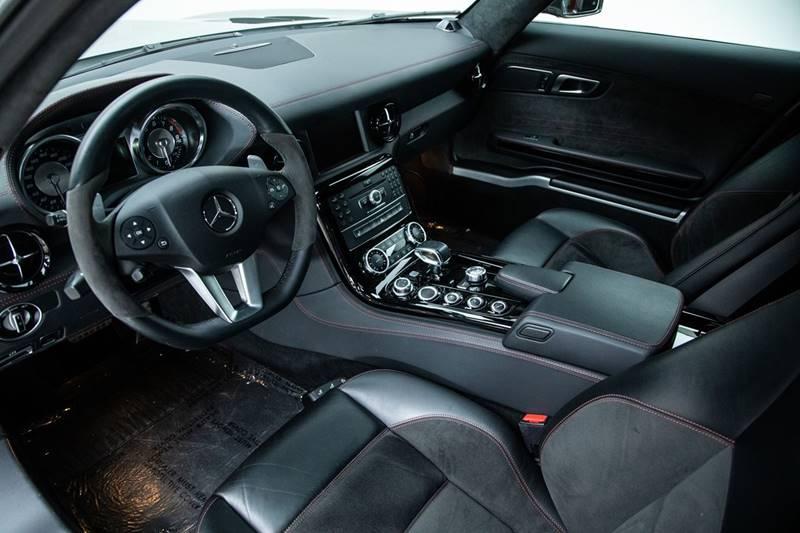 2013 Mercedes-Benz SLS AMG 17