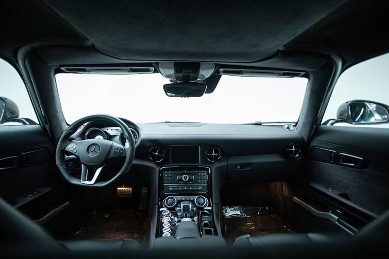 2013 Mercedes-Benz SLS AMG 19