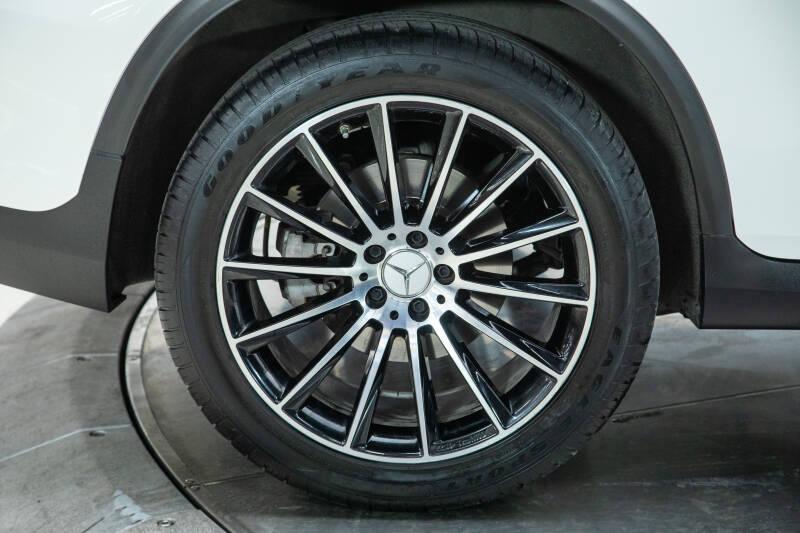 2018 Mercedes-Benz GLC 9