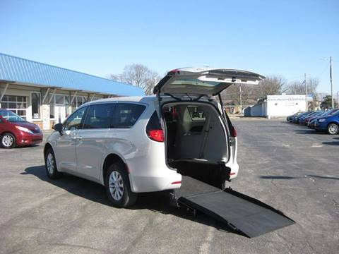 2017 Chrysler Pacifica Touring for sale at AUTOFARM MINIVAN SUPERSTORE in Middletown IN