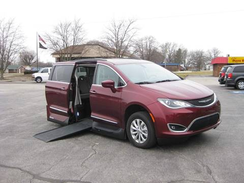 2017 Chrysler Pacifica Touring-L for sale at AUTOFARM MINIVAN SUPERSTORE in Middletown IN
