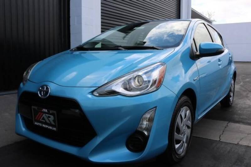 2015 Toyota Prius c Two (image 9)