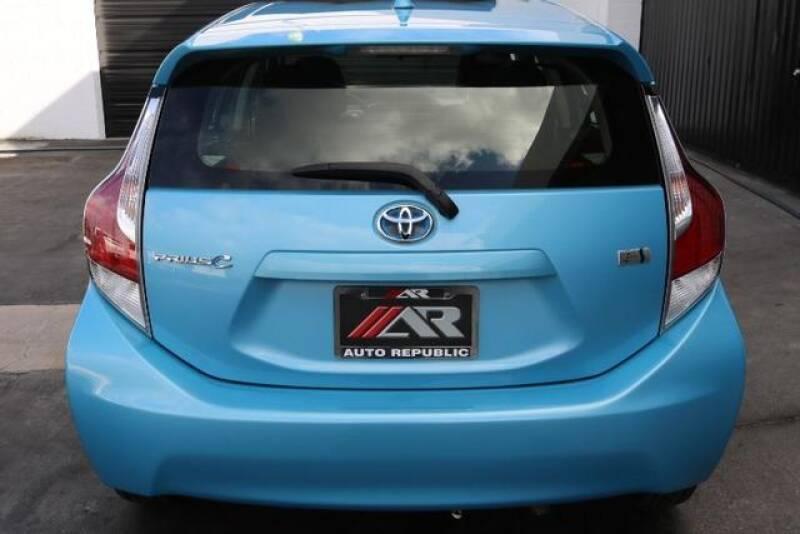2015 Toyota Prius c Two (image 12)