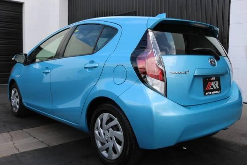2015 Toyota Prius c Two (image 11)