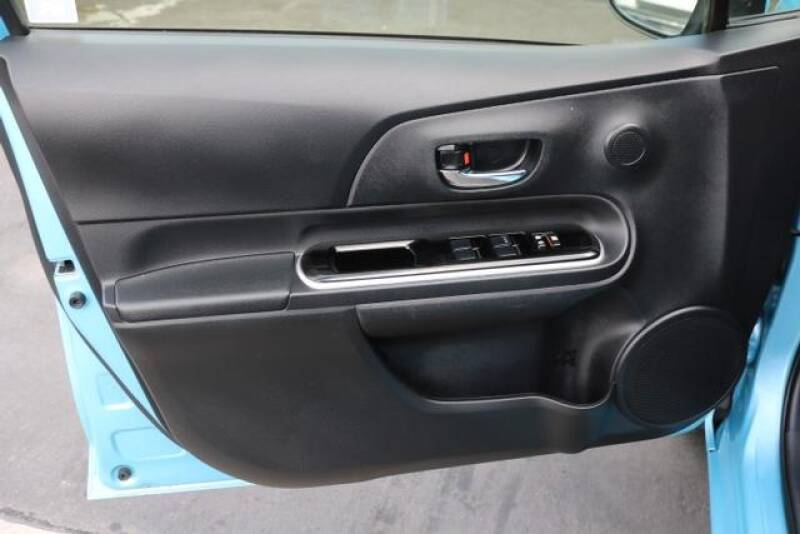 2015 Toyota Prius c Two (image 13)