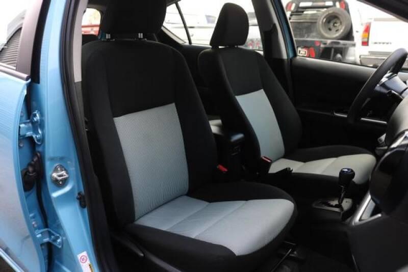 2015 Toyota Prius c Two (image 19)