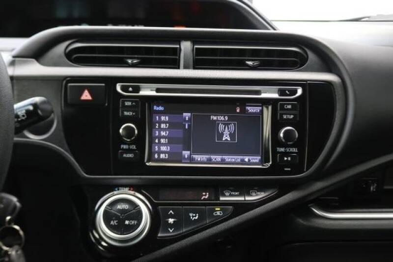 2015 Toyota Prius c Two (image 25)