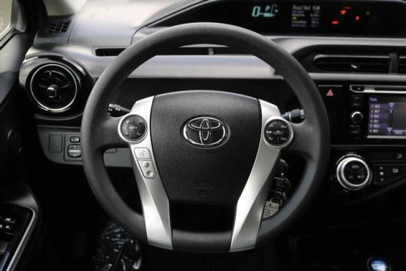 2015 Toyota Prius c Two (image 27)