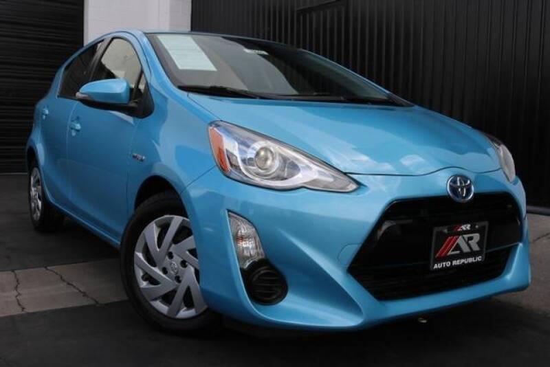 2015 Toyota Prius c Two (image 2)