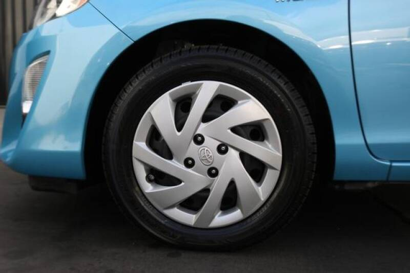 2015 Toyota Prius c Two (image 33)