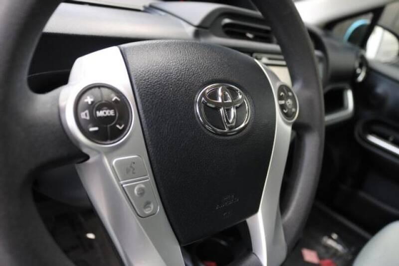2015 Toyota Prius c Two (image 18)