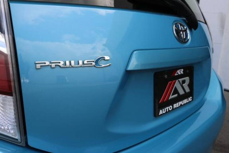 2015 Toyota Prius c Two (image 32)