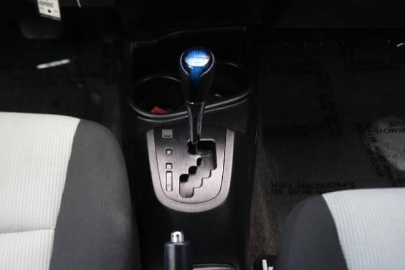 2015 Toyota Prius c Two (image 26)