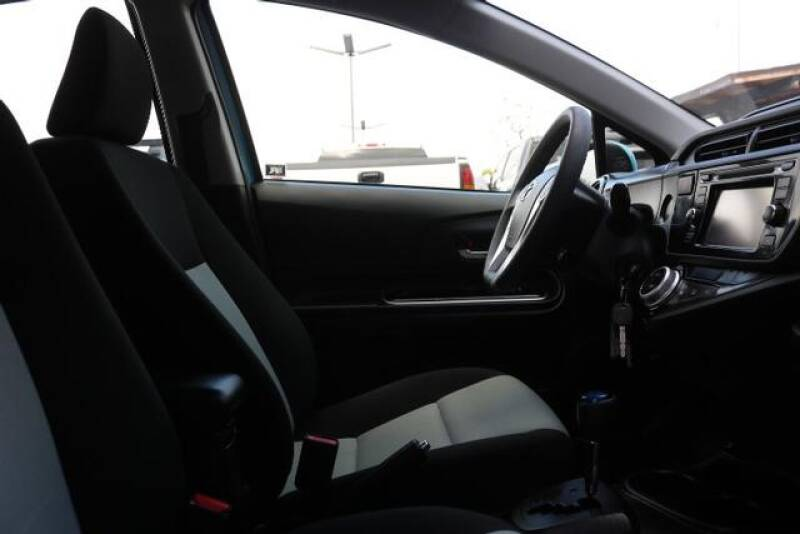 2015 Toyota Prius c Two (image 21)