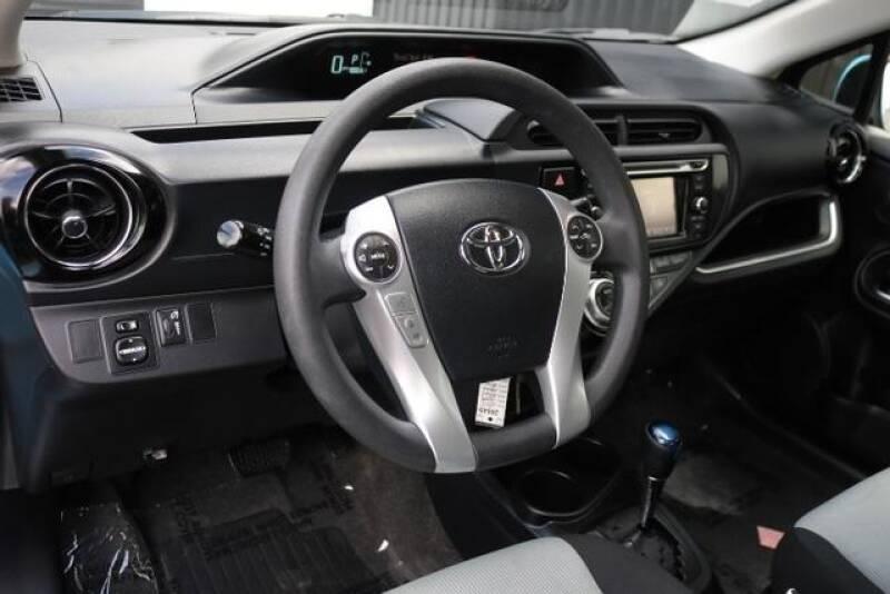 2015 Toyota Prius c Two (image 17)