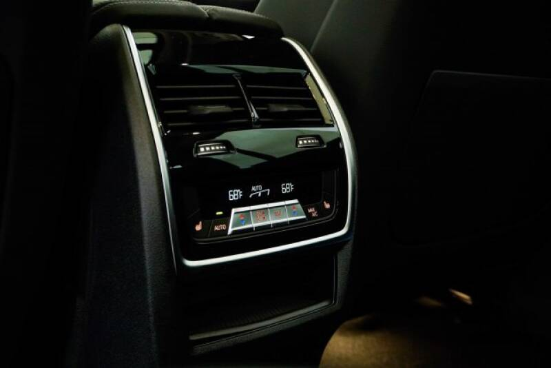 2020 BMW X7 xDrive40i (image 33)