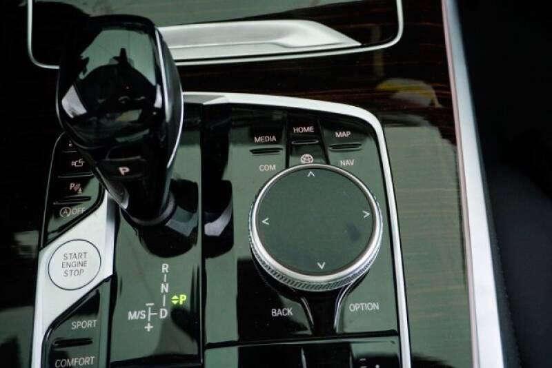 2020 BMW X7 xDrive40i (image 21)