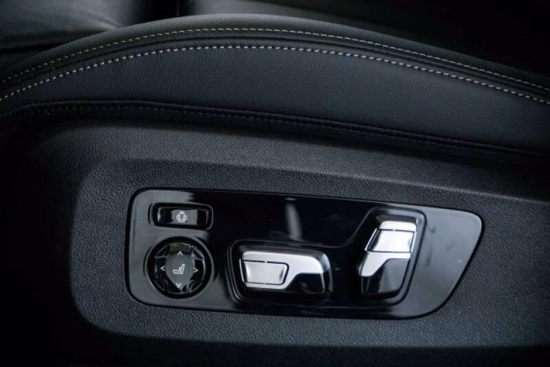 2020 BMW X7 xDrive40i (image 25)