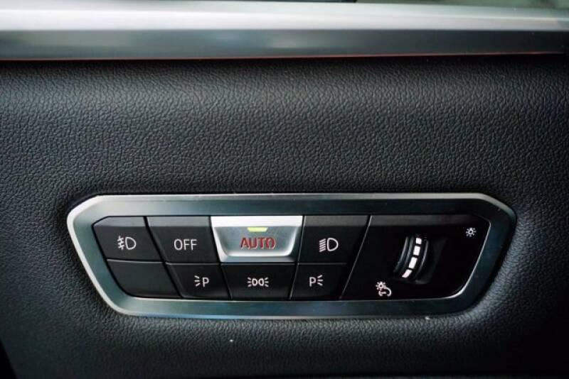 2020 BMW X7 xDrive40i (image 23)