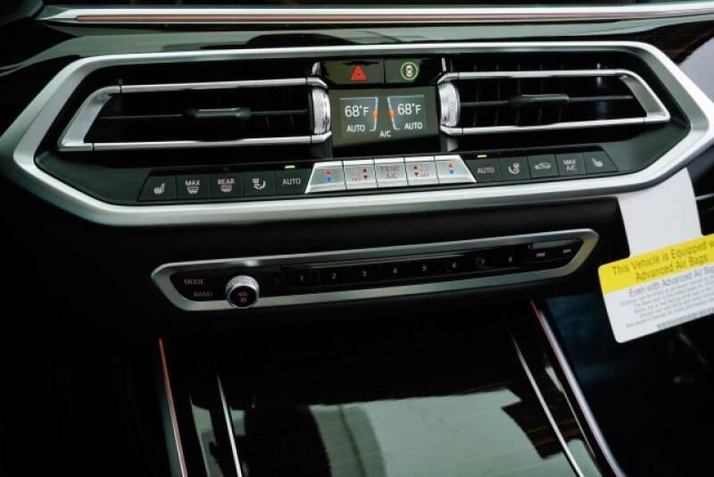 2020 BMW X7 xDrive40i (image 18)