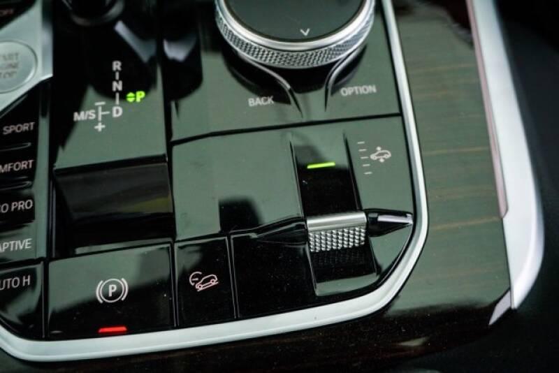 2020 BMW X7 xDrive40i (image 22)