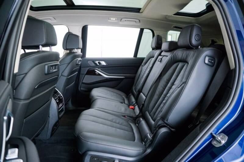 2020 BMW X7 xDrive40i (image 29)
