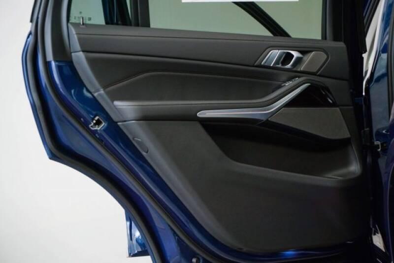 2020 BMW X7 xDrive40i (image 37)
