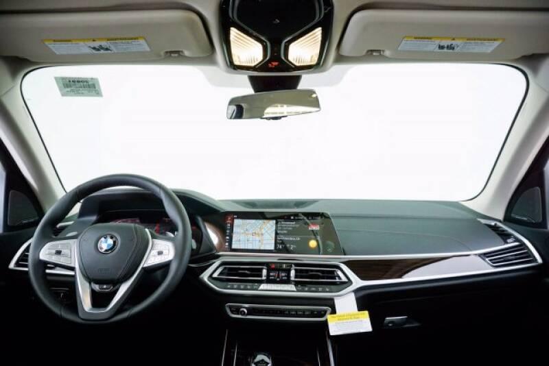 2020 BMW X7 xDrive40i (image 9)