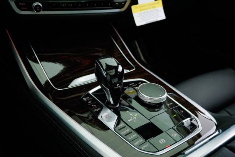 2020 BMW X7 xDrive40i (image 19)