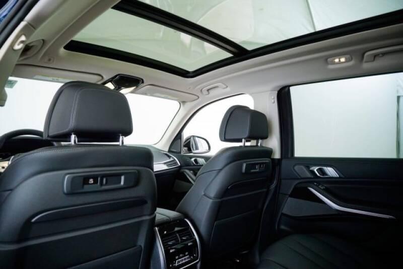 2020 BMW X7 xDrive40i (image 32)