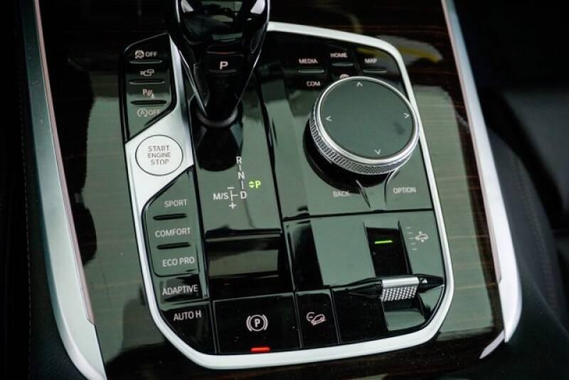 2020 BMW X7 xDrive40i (image 20)