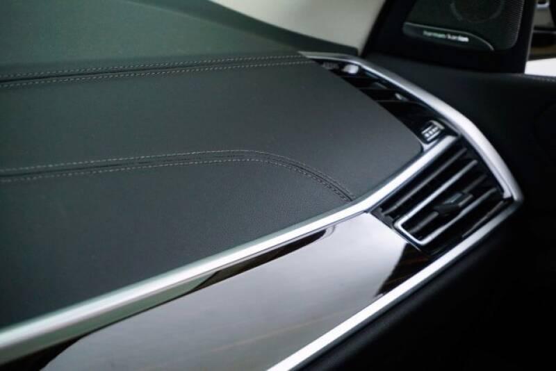 2020 BMW X7 xDrive40i (image 12)