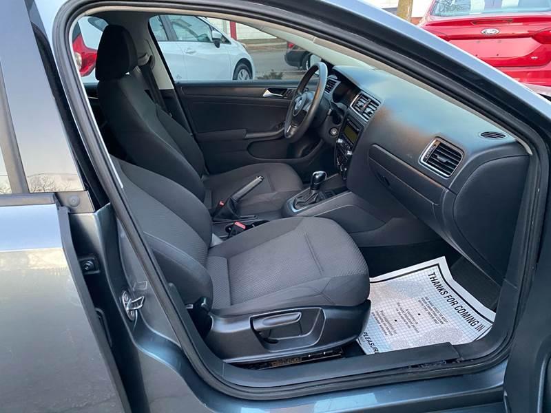 2011 Volkswagen Jetta (image 15)