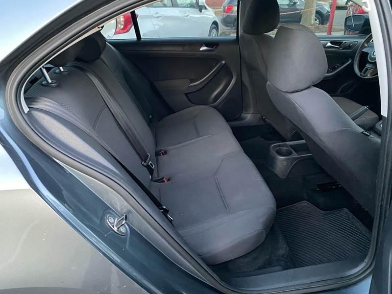 2011 Volkswagen Jetta (image 17)